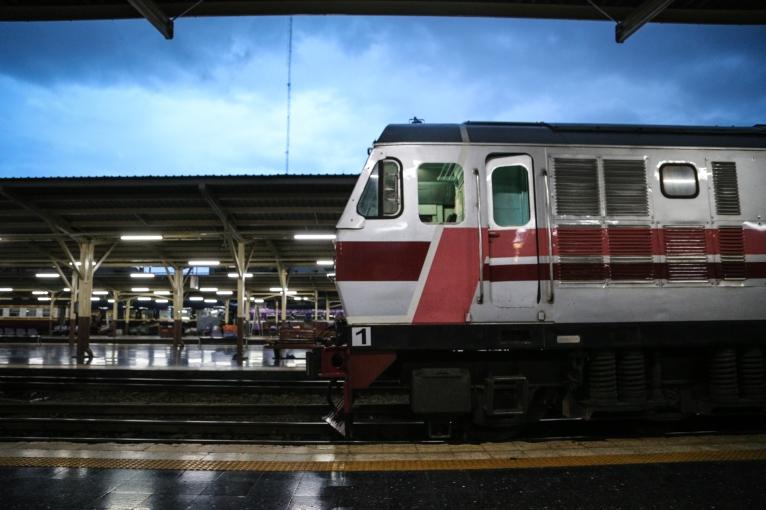 รถไฟไทย ส้วมเก่าหน่อย แนะนำ เอากางเกงขาสั้นไปเปลี่ยน