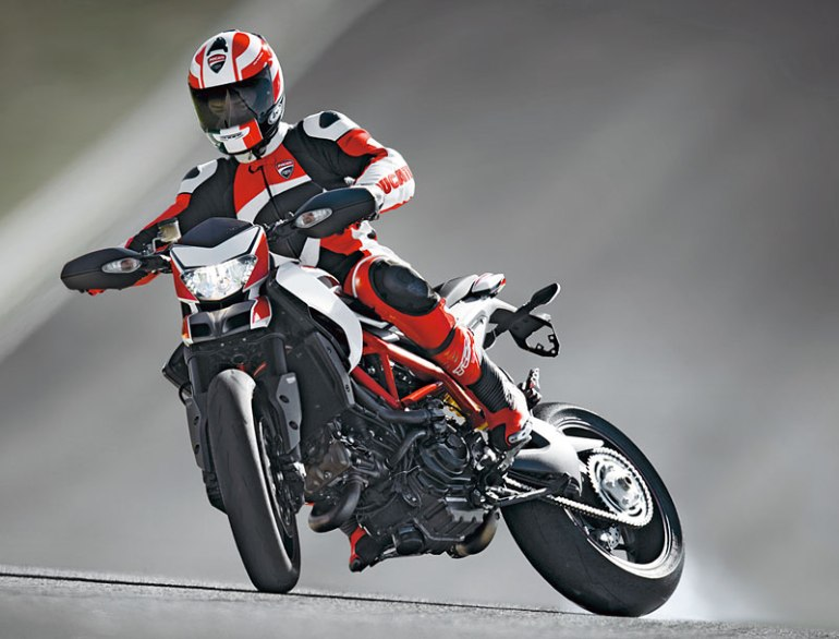 images_Archiv_Fahrberichte_Ducati_Ducati-Hypermotard-821-Modell-2013_Ducati-Hypermotorad-821-drift